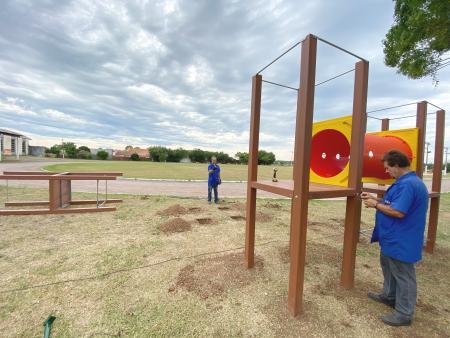 Administração instala playground no Parque Nardy de Farias Alvim