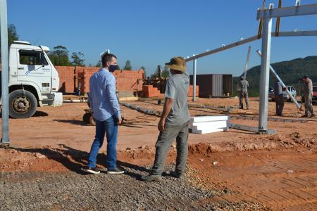 Iniciada construção dos pavilhões do aviário de Amoras