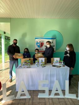 Administração de Taquari inicia a entrega de materiais para alunos da rede municipal