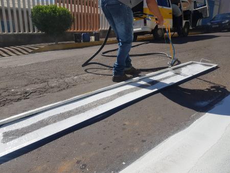 Com investimento de cerca de R$ 30 mil, Prefeitura adquire máquina para pintura de sinalização