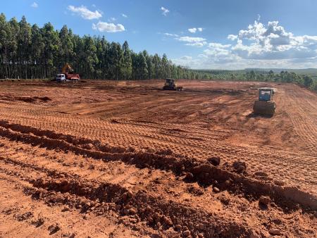 Obra de terraplanagem de aviário em Taquari está em fase final